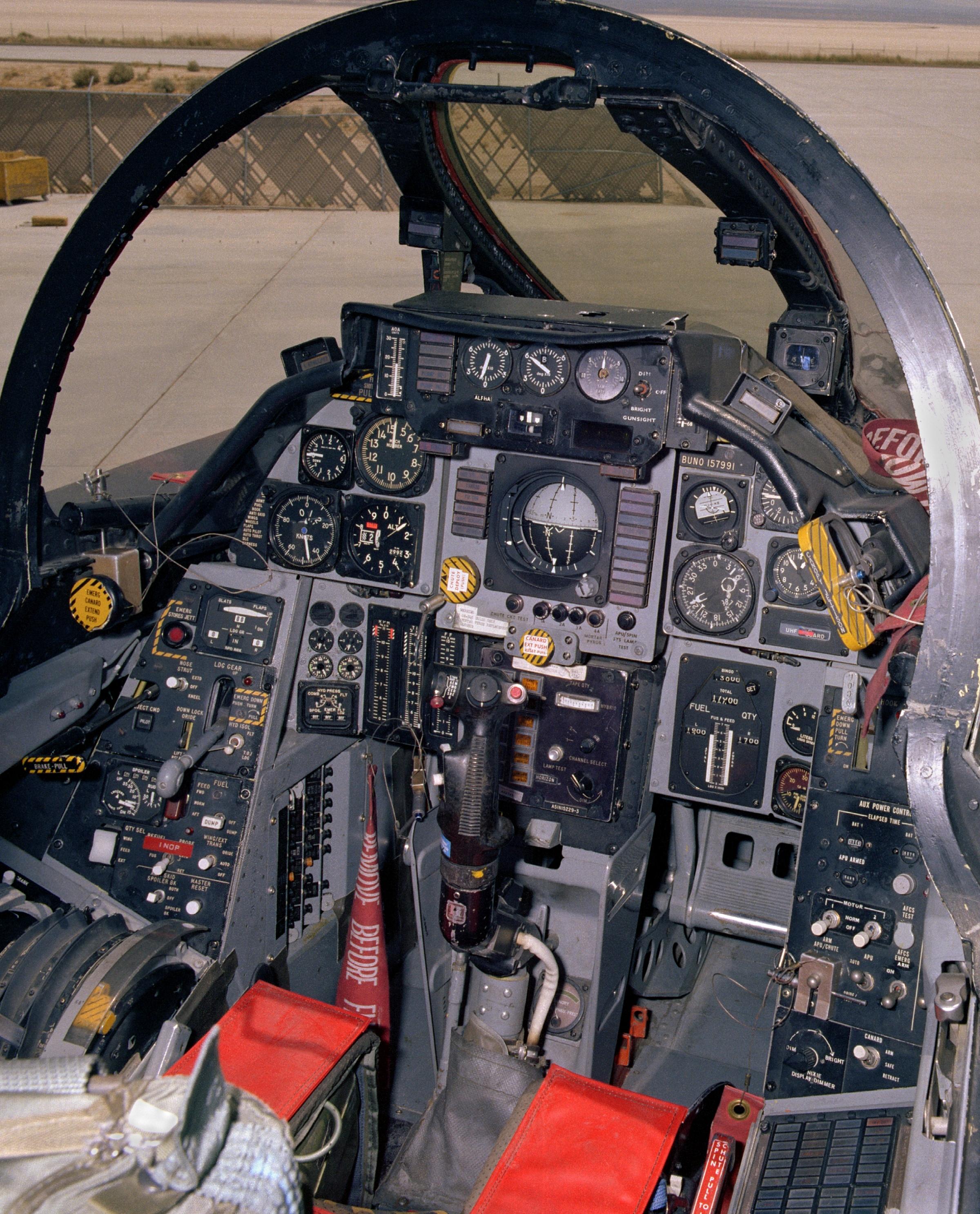 Cockpit einer NASA F-14 Tomcat